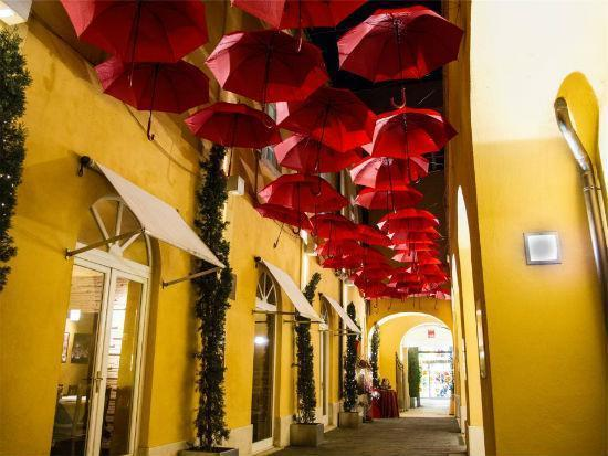 yellow-stores-street-red-umbrellas.jpg